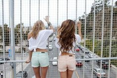 pastel shorts, twisted tee and long hair...give...me.