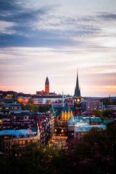 Gothenburg at Night (by m.westin)  source http://www.flickr.com/photos/39603921@N06/4607561072/