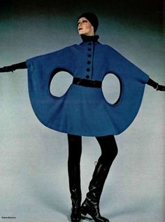 Space age fashion by Pierre Cardin for L'Officiel, 1971 - photo by Roland Bianchini 60s And 70s Fashion, Mod Fashion, Fashion Mode, Vintage Fashion, High Fashion, Pierre Cardin, Moda Vintage, Vintage Mode, Vintage 70s