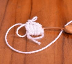 Passo a Passo... Mas como faço?: Ovelha Amigurumi com receita e passo a passo Crochet Toys Patterns, Stuffed Toys Patterns, Crochet Dolls, Poodle, Sheep, Lily, Crochet Animal Amigurumi, Animal Templates, Crochet Mouse