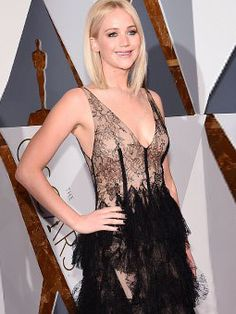 There is no doubt about it: Jennifer Lawrence stunned at the 88th Academy Awards in a sheer black lace gown by Dior. Here are the workout moves that helped her get Oscar-ready. | Health.com