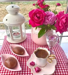 Afiyet olsun 👏🏼👏🏼 .  Sunum Sahibi 👉🏼 @dileko75 ☕️ . .  #1fincanask #kahvefincan #kahvesunumları #colorful #istanbulfincan  #englishhome… Coffee Cafe, Coffee Drinks, Good Morning Coffee, Food Decoration, Canning, Chocolate, Wallpaper, Life Lessons, Landscape