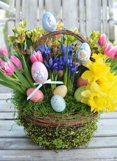 Create a Blooming Easter Basket DIY | homeiswheretheboatis.net #DIY #flowerarrangement #Easter #basket #spring #FloralFriday