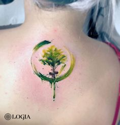 Tree tattoos, meaning and designs - Logia Tattoo Barcelona - Tree tattoo on the back. Color tattoo by the tattoo artist Giulia del Bianco at the Logia Tattoo Ba - Tree Tattoo Meaning, Tattoos With Meaning, Tattoo Life, Tattoos For Women Half Sleeve, Sleeve Tattoos, Tatouage Tolkien, Trendy Tattoos, Cool Tattoos, Watercolor Tattoo Tree