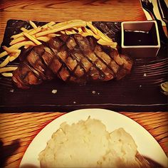 サーロインステーキ❤️ #japan#tokyo#travel#旅#旅行#観光#meat#meal#肉#steak#ステーキ#サーロインステーキ#パン#東京#lunch#ランチ#クリスマス#西麻布#prisma#art #芸術#新宿