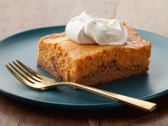 Pumpkin Gooey Butter Cake Recipe from Food Network Fall Desserts, Just Desserts, Delicious Desserts, Dessert Recipes, Awesome Desserts, Frosting Recipes, Cookie Desserts, Dessert Bars, Cheesecake Recipes