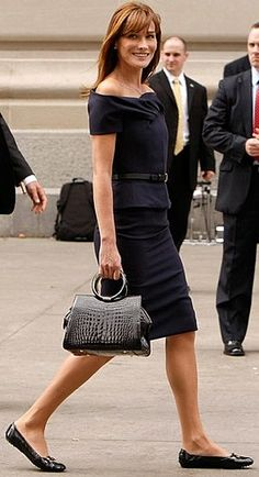 Wonderful work look with flats | Carla Bruni (and her lovely legs)