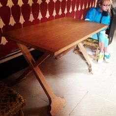 Great looking foldable table. Two foldable X and a table top #stirlingcastle…