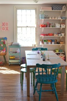Making an Art Space at Home - Art Bar a step-by-step guide on how to make your own art room at home for your kids If you enjoy arts and crafts a person will appreciate this website! Home Art Studios, Art Studio At Home, Kids Art Space, Kids Room Art, Kids Art Area, Kids Art Corner, Kids Art Table, Toy Rooms, Craft Rooms