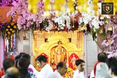 Find the perfect #temple #flower #decoration at #Jhandewalan Temple by #SanjeevKohli