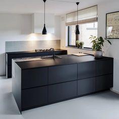 Watches for kitchen - Home Fashion Trend Black Ikea Kitchen, Black Kitchen Island, Black Kitchens, Home Kitchens, Modern Kitchen Tiles, Modern Kitchen Design, Kitchen Flooring, Kitchen Room Design, Kitchen Interior