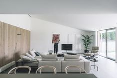 White is the main color of the interior design, being used in combination with gray and natural wood accents