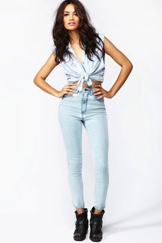 The Kink High-Rise Jean - Glacier and Knotted top: This outfit is so simple yet edgy.