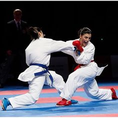 Female Martial Artists, Martial Arts Women, Karate Kumite, Self Defense Techniques, Karate Girl, Girl Fights, Dynamic Poses, Aikido, Taekwondo