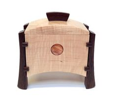 Kovecses Woodworking - Keepsake Box - try mounting side rails embeded through sides Woodworking Keepsake Box, Woodworking Box, Woodworking Projects, Woodworking Classes, Woodworking Videos, Wooden Jewelry Boxes, Jewellery Boxes, Recipe Card Boxes, Woodworking Inspiration