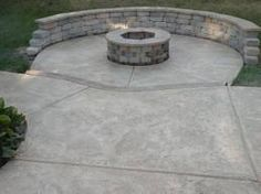 concrete patio with fire pit (fire pit bench diy) Cement Patio, Patio Wall, Concrete Patios, Concrete Floors, Outdoor Landscaping, Backyard Patio, Outdoor Gardens, Landscaping Ideas, Outside Patio