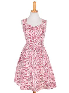 A vintage shape dress with an invigorating berry print. Use this bright pattern dress with a Minimalistic trendy look and wear with delicate jewelry and strappy sandals. - hand screen print - handmade