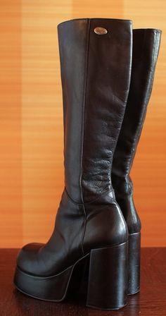 Neu Buffalo Stiefel mit schmalen Schaft Gr.39