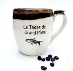 "Vintage ceramic look. La tasse de Grand-Pôpa is a mug for your grand-father La tasse de grand-pôpa"" made of porcelain clay. Boutique Etsy, Mugs, Etsy Vintage, Tableware, Butter Dish, Coffee Latte, Porcelain, Dinnerware, Tumblers"