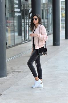 Federica L. wears the bomber jacket trend in a pretty shade of pale pink, capturing casual and feminine vibes in her every day outfit. Jacket: OutfitBook, T-Shirt: Zara, Jeans: Mango, Trainers: Air Force One. Mode Outfits, Casual Outfits, Fashion Outfits, Womens Fashion, School Outfits, Grunge Outfits, Sneakers Fashion, Semester Outfits, Fasion