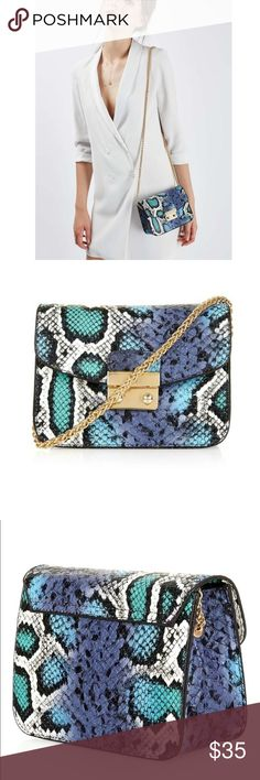 TOPSHOP snakeskin pattern crossbody bag Product details Style up your look with this colourful snake print cross body bag featuring a push front lock and chain strap. The ultimate accessory to dress up any casual or evening outfit. 100% PVC. Machine wash. Colour:  BLUE This colourful snake print cross body bag will spice up your looks. This chic piece from Topshop features a push front lock, fold over top and chain strap. Topshop Bags Crossbody Bags