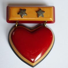 VTG WWII ERA LAMINATED BUTTERSCOTCH RED BLACK BAKELITE SWEETHEART HEART BROOCH #Unbranded