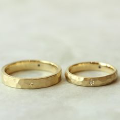 Diamond wedding rings that are stunning! Silver Engagement Rings, Diamond Wedding Rings, Wedding Ring Bands, Wedding Jewelry, Unique Wedding Bands, Wedding Ring Designs, Commitment Rings, Golden Ring, Couple Rings