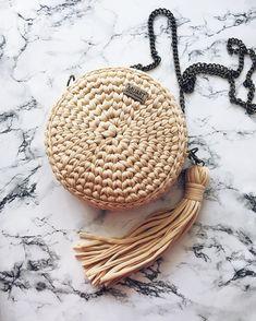 Универсальный бежевый цвет в нестандартной форме. Будьте эксклюзивными этим летом) Сумочка выполнена на заказ, Размеры- 21*8 см, Фурнитура на выбор, Стоимость 2000 руб. Straw Bag, Diy Crafts, Crochet, Bags, Ideas, Fashion, Creativity, Creative, Totes