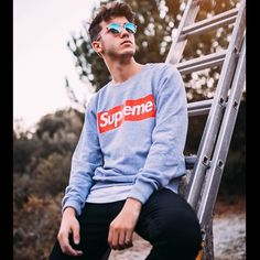 Logan, Squats, Mens Sunglasses, Handsome, Streamers, Mansion, Outfits, Amor, Cute Boys