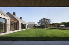 Pierson's Way, East Hampton, New York/ Bates Masi + Architects Cedar Shingle Homes, Agricultural Buildings, Modern Architects, Timber Cladding, Vernacular Architecture, Transitional House, Transitional Bedroom, New York, New Home Designs