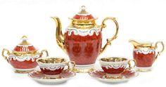 Tête-á-Tête, Krüger-Porzellan, rote Bemalung und reiche Vergoldung, bestehend ausKernstück und — Porzellan