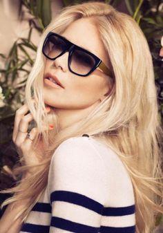 Claudia Schiffer selbst ist der beste Beweis dafür, wie die retro-inspirierte Rodenstock Sonnenbrillenkollektion Outfits aufwerten kann. Dieses Sonnenbrille passt perfekt zu einem gestreiften Shirt und Jeans.