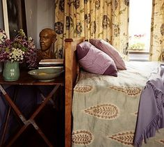 Something about the colours, textures & layering has made me a bit obsessed with this strangers bedroom....