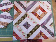 Kate's Summer in the Park quilt, all laid out and ready for stitching. It looks amazing now it's all finished - well done. Sewing Tips, Sewing Hacks, Summer In The Park, Quilt Blocks, Stitching, Quilting, Students, It Is Finished, Layout