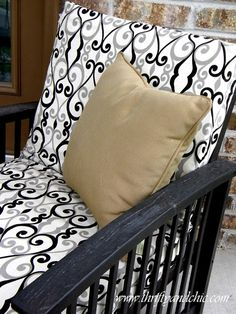 I want these cushions for my white cane furniture! prev pinner said - Redo your outdoor cushions. Thrifty and Chic - DIY Projects and Home Decor Decor, Diy Outdoor Cushions, Terrace Furniture, Diy Outdoor, Home, Modern Patio Furniture, Outside Furniture, Outdoor Cushion Covers, Bars For Home