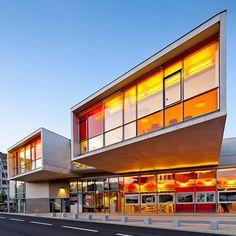 La ville de Sedan dans les Ardennes a fait appel aux architectes Isabelle Richard et Frederic Schoeller pour créer le nouvel espace culturel de la ville. Le projet se compose d'une salle de spectacle de 400 places, de salles de danse, de salles d'activités et de bureaux.