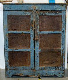 antique pie safe prices pie safe in old blue paint Primitive Homes, Primitive Kunst, Primitive Bathrooms, Primitive Antiques, Country Primitive, Vintage Antiques, Primitive Decor, Country Sampler, Primitive Cabinets