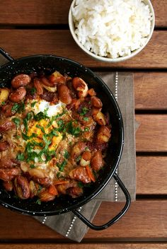 Bean stew with eggs and linguica Great Recipes, Soup Recipes, Dinner Recipes, Cooking Recipes, I Love Food, A Food, Good Food, Portuguese Recipes, Portuguese Food