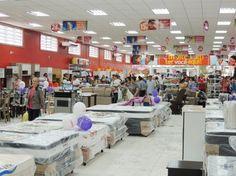 No pior ano da sua história, o comércio brasileiro fechou mais de 18 mil lojas e cortou  182 mil vagas de enprego em 2016.