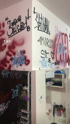 Graffiti Room, Graffiti Words, Graffiti Tagging, Street Art Graffiti, Art Hoe Aesthetic, Aesthetic Room Decor, Emo Room, Grunge Room, Wildstyle