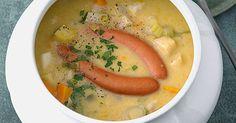 Unter den dicken Suppen ist die Kartoffelsuppe Königin: Lecker, einfach, schnell zuzubereiten und sättigend mit jedem Bissen.