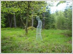 Easy DIY Garden Ghost = Amazingly realistic and spooky. Perfect Halloween decoration for our garden!