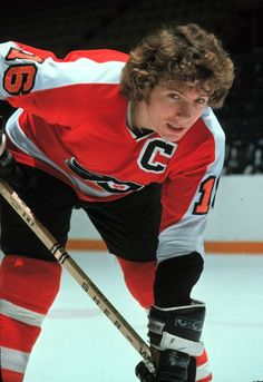 Bobby Clarke - Philadelphia Flyers Hockey Rules, Flyers Hockey, Bruins Hockey, Hockey Teams, Hockey Players, Ice Hockey, Hockey Stuff, Hockey Pictures, Sports Pictures