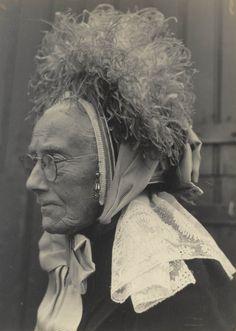 traditional gelderland clothing