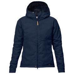 Kiruna Loft Jacket W är en bekväm vardagsjacka i G-1000 med lätt, värmande syntetfyllning. En tidlös, höftlång dammodell med fast huva, bröstficka och handfickor. Damstorlekar.