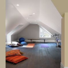 Yoga Loft/Attic- or 1/2 studio, 1/2 meditation space. mmm