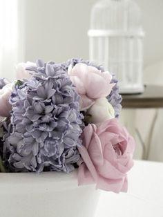 Love the flowers & colours of this bouquet Fresh Flowers, Beautiful Flowers, Pastel Flowers, Beautiful Dresses, Colorful Roses, Theme Color, Arte Floral, Pretty Pastel, Vintage Roses