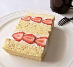 本当に美味しいスポンジケーキ|何度も作りたい定番レシピシリーズVol.6 | レシピサイト「Nadia | ナディア」プロの料理を無料で検索 Sweets Recipes, Baking Recipes, Cake Recipes, Homemade Sweets, Different Cakes, Strawberry Desserts, Desert Recipes, Diy Food, Food Ideas