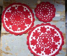 Embroidery from Kalotaszag Hungarian Embroidery, Folk Embroidery, Folk Fashion, Felt Ornaments, Hungary, Folk Art, Floral Design, Fiber, Textiles