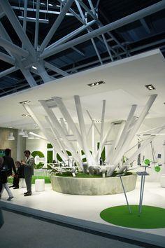 CERSAIE, CISAL 2013 - Značku Cisal jsem se rozhodli prezentovat formou stylizovaných rostlinných motivů. Stylizovanou plastika stromu elegantně navazuje na konstrukci haly uprostřed výstavní plochy. Design: Boris Klimek & Jan Štefl